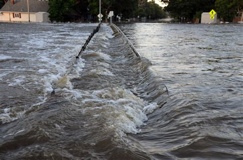 Flood A River S Rage Free File Souris River Flooding In Minot N D Jpg Wikimedia Commons