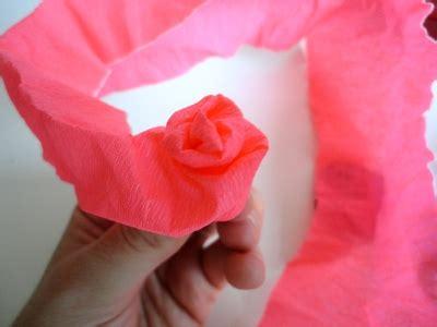 rosas con papel crepe faciles paso a paso youtube topiario con flores de crepe