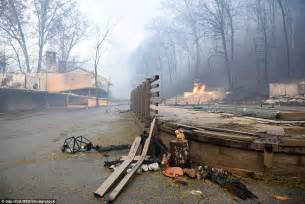 riverhouse motor lodge gaitlinburg sees wildfire sweep through tennessee town