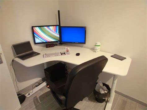 scrivania pc angolare postazione pc scrivania poltrona ikea e supporto multi