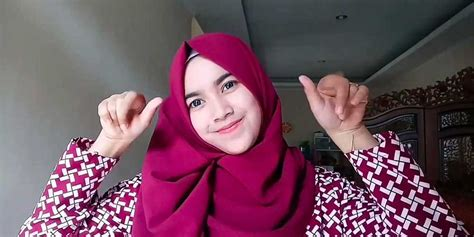 tutorial hijab segi 4 biasa 7 tutorial hijab segi empat simple terbaru