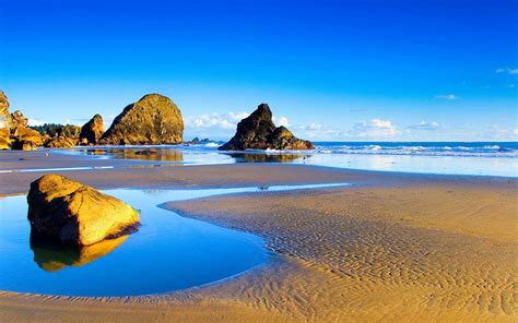 desktop themes beaches wallpapers rocky beach desktop wallpapers