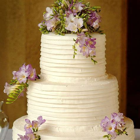 1000  ideas about Wedding Cake Frosting on Pinterest