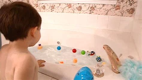make bathtime fun for your dog how to make bath time fun supernanny youtube