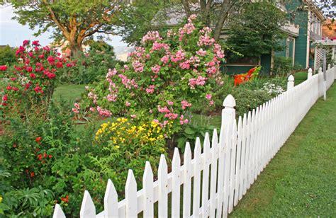white backyard fence 40 beautiful garden fence ideas