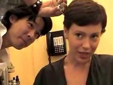 alyssa milano haircut youtube alyssa milano s haircut youtube