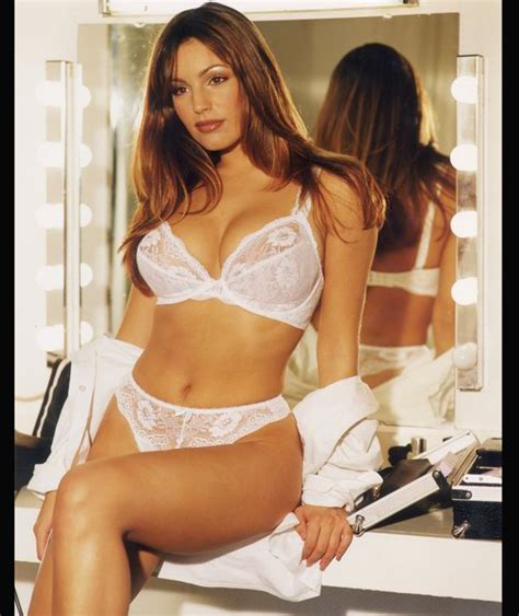 kelly brook shows off her kelly brook showing off her curves kelly brook pictures