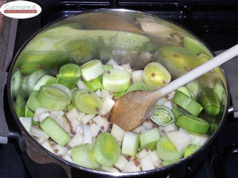 cucinare porri ricette zuppa di porri patate bianche e lenticchie verdi