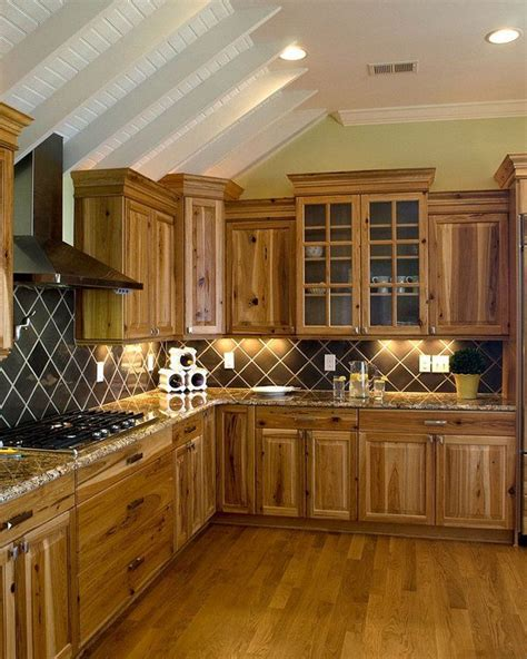 kitchens with hickory cabinets best 25 hickory kitchen cabinets ideas on pinterest