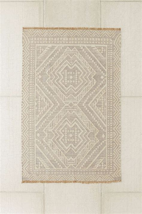 rugs outfitters best 25 woven rug ideas on