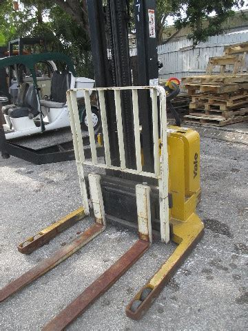 yale msw lbs walk  forklift walkie straddle stacker