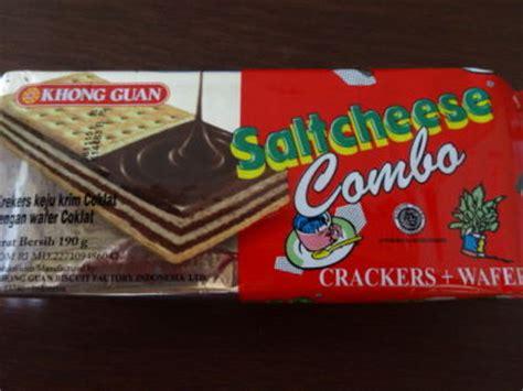 Biskuit Saltcheese Combo チーズクラッカーとチョコレートワッフルが合体したお菓子 イブウブ子 バリ島奮闘記 バリ島ウブドから発信