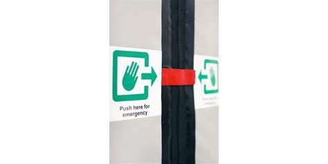 porta di emergenza porte con uscita d emergenza assa abloy entrance systems