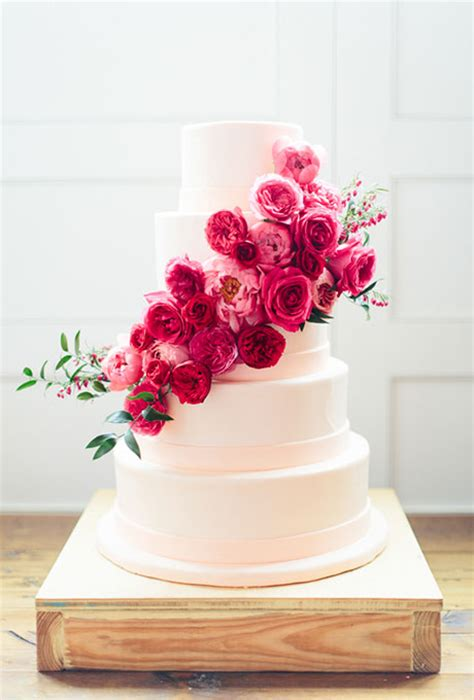 flowers for wedding cakes real 37 of the prettiest floral wedding cakes brides