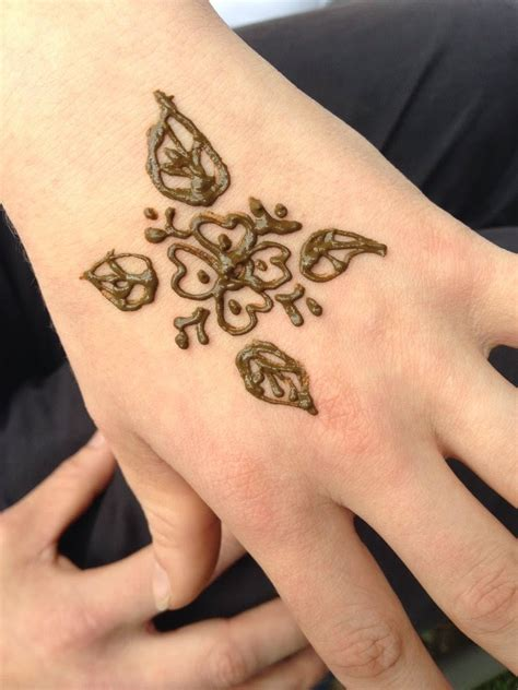 cool henna tattoos on hand henna design symbol ideas henna