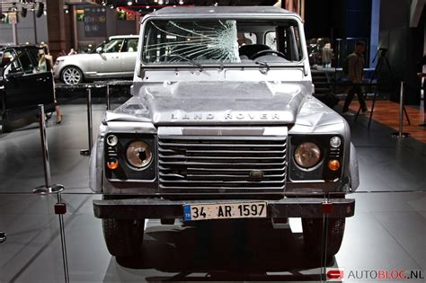 land rover skyfall land rover defender uit skyfall is kapot bond