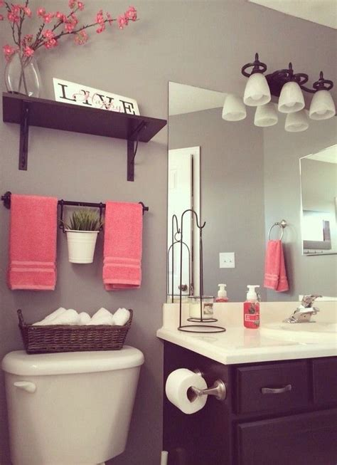 Small Bathroom Decor Ideas Pictures by Best 25 Vintage Bathroom Decor Ideas On Half