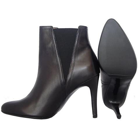 kuba modern high heel ankle boots in black
