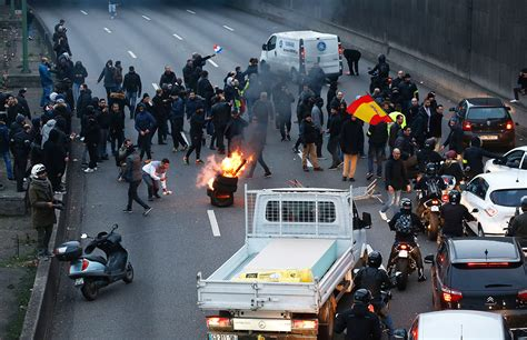 anti uber protests french taxi drivers start paris road