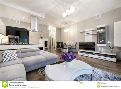 cuisine dans salon cuisine et salon dans la maison de luxe photo stock