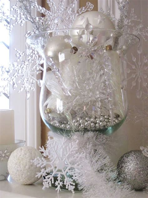 winter snowflake centerpieces how to use snowflakes in winter d 233 cor 36 ideas digsdigs
