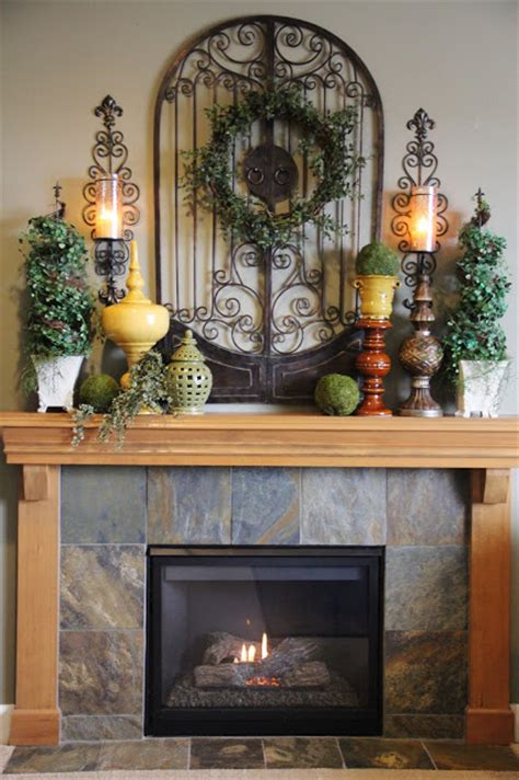 mantle design reminds me of our fireplace minus the wood cute