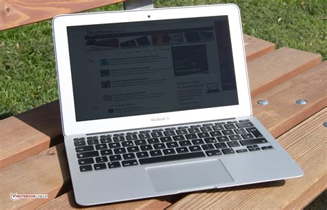 apple macbook air  early  notebook review