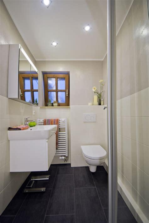 badezimmerfliesen boden ideen kleines bad mit dunklem boden kreuzer plech
