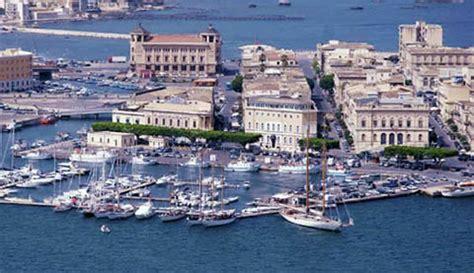 porto grande siracusa isola di ortigia siracusa turismo e ormeggi