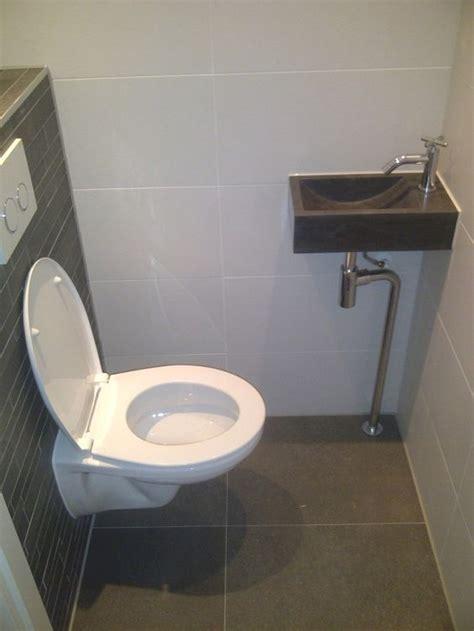 Toilet Tegel Op Tegel by Toilet Tegel Voorbeeld Met Grote Vloertegels En Stroken