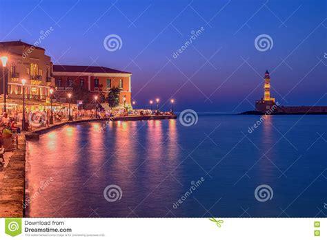 chania porto veneziano chania creta grecia faro in porto veneziano fotografia