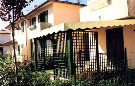 coperture per tettoie in legno tettoie per giardino in legno lamellare