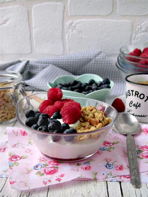 yogurt fatto in casa con fermenti yogurt fatto in casa con frutta e granola home sweet home