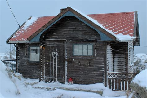 airbnb cabins i d rather be snowed in 8 airbnb cabins around the world