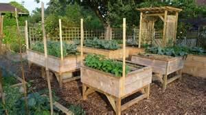 page de vente otto jardinage debout faire un potager
