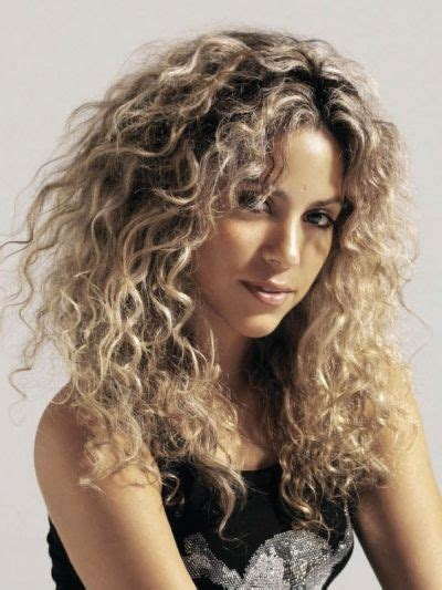 how to style wild short hair shakira with natural curly hair curly haircuts