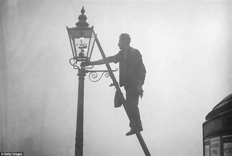first electric street lights eerie photos show london in grip of smog in early 20th century