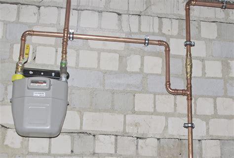 gas in der wohnung gasleitung verlegen wohnung abdeckung ablauf dusche