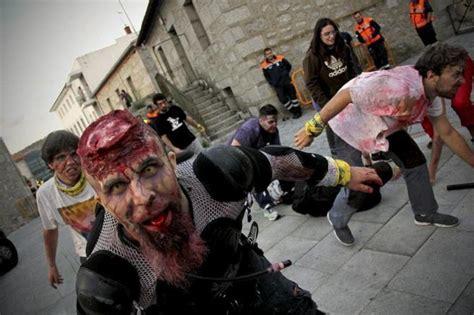 imagenes tiernas de zombies navidenas el apocalipsis zombi se desata en collado villalba