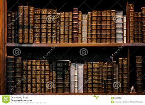 Scaffale Per Libri by Scaffale Per Libri Di Legno Antico Fotografia Stock