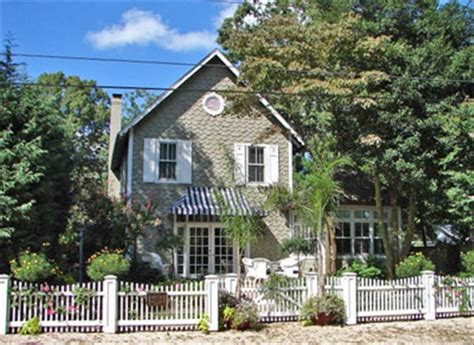 classic cottage award winning traditional single family cottage fenced