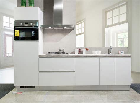 keuken 5 meter lang keuken kopen meer dan 100 keukens in onze showroom van