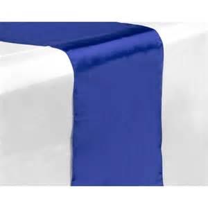 chemin de table satin bleu roi les couleurs du mariage
