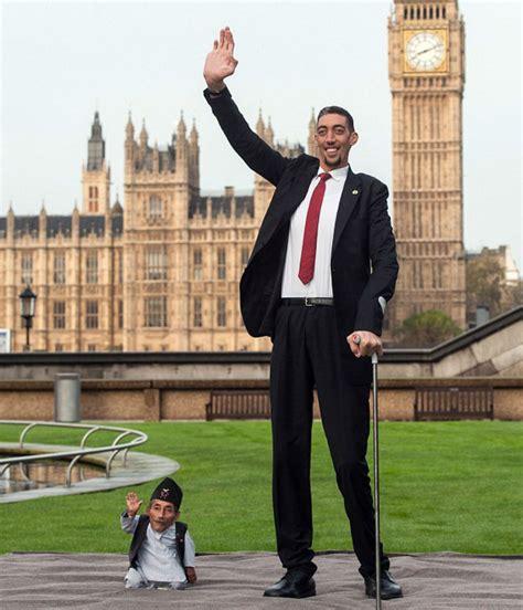 hombres d pija grande el hombre m 225 s grande del mundo se hace amigo del hombre