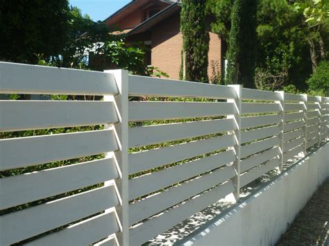 ringhiera in legno per giardino doghe in legno per recinzioni design casa creativa e