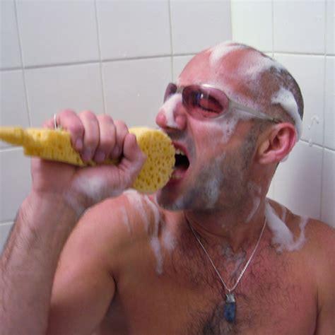 sotto la doccia c 232 un ladro sotto la doccia cronaca ragusa