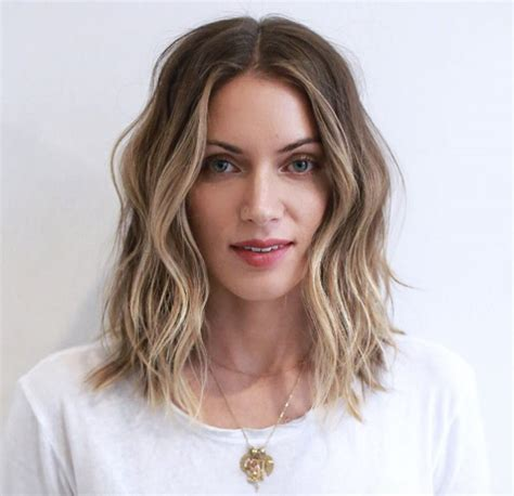 straight collar bone length hairstyles 50 super glam medium length wavy hairstyles style skinner