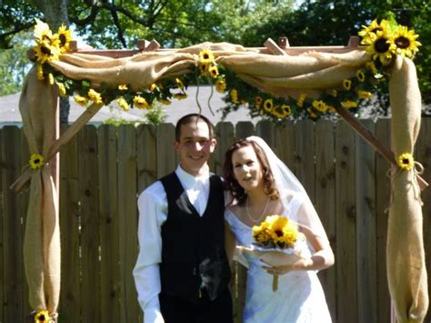 Wedding Arch With Sunflowers by Best 25 Burlap Wedding Arch Ideas On Burlap