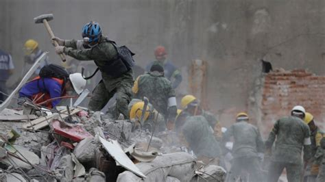 Free Search Mexico Mexico Earthquake Rescuers Race To Free Survivors From Collapsed Buildings World