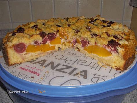 kuchen mit streuseln pfirsich kirsch kuchen mit rahmguss und streuseln